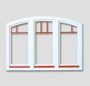 Fenêtre en baie segmentaire dans la couleur blanche avec des barres aux fenêtres rouges (à l'intérieur du vitre) et profiles en aluminium rouge