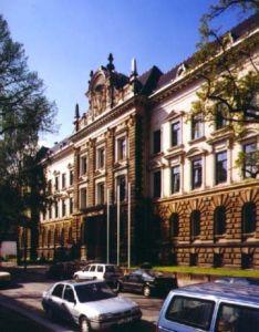 Fenêtres en bois pour le bâtiment qui est prévu comme un monument antique à Dresden, Allemagne